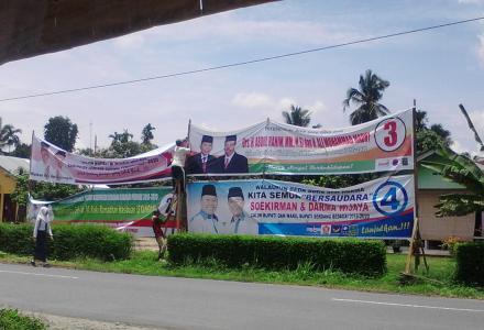 Pemasangan Alat Peraga Kampanye Pemilukada