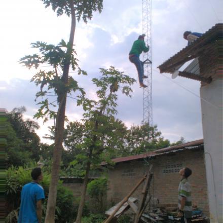 Menunjang Penyelenggaraan Desa & Pemberdayaan Masyarakat, Pemdes Dirikan Menara Internet